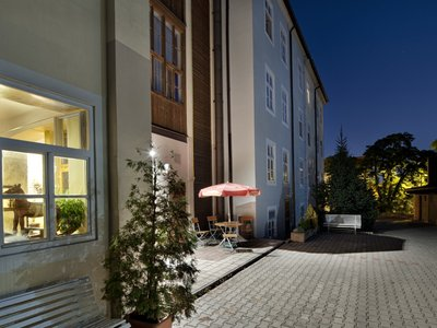 EA Hotel Jeleni dvur Prague Castle***+ - parking and the rear entrance to the hotel