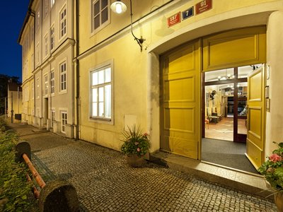 EA Hotel Jeleni dvur Prague Castle***+ - the main entrance to the hotel
