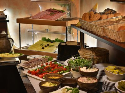 EA Hotel Jeleni dvur Prague Castle***+ - breakfast desk